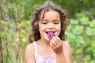 Girl with Blackberries - p1231m1466438 by Iris Loonen