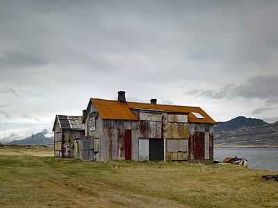 Ehemaliges Hospital in den Ostfjorden steht unter Denkmalschutz - p1314m1189951 von Dominik Reipka