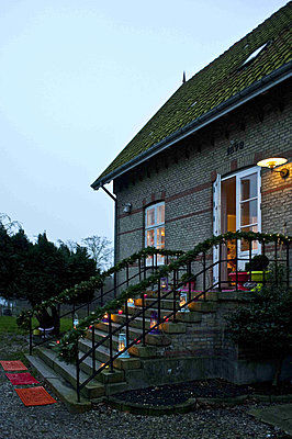 Lit lanterns on steps of Odense home with clear sky - p349m790861 by Polly Eltes