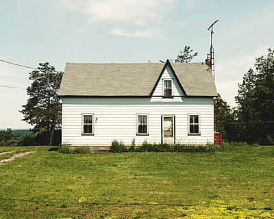 White Cottage and Green Grass - p1335m1492059 by Daniel Cullen