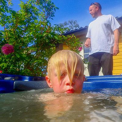 Young boy in whirlpool - p1418m1525529 by Jan Håkan Dahlström