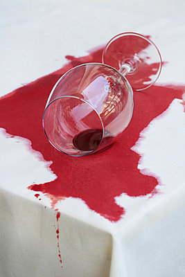 Dropped wine glass - p450m2005768 by Hanka Steidle
