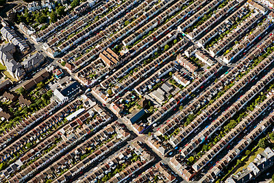 Aerial view of brighton houses - p9249279f by Image Source