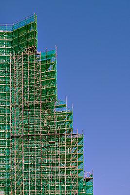 High-rise construction site - p227m1191151 by Uwe Nölke