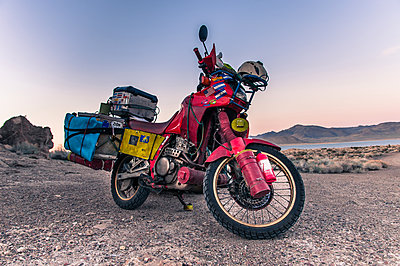 Touring bike parked by Pyramid Lake, Nevada, USA - p429m2019170 by Alex Eggermont