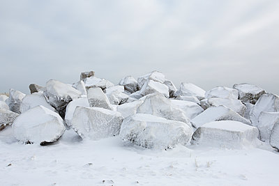 Ice on Rocks - p1490m1578315 by Michael Malyszko