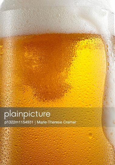 Nahaufnahme von einem Glas helles Bier - p1322m1154931 von Marie-Therese Cramer