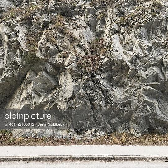 Zerklüftete Felswand - p1401m2160942 von Jens Goldbeck