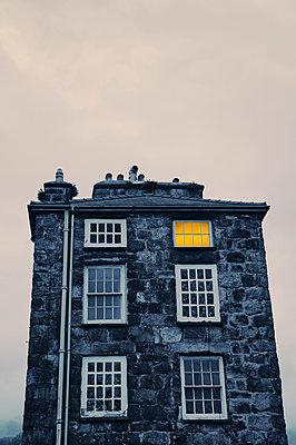 Typical stone house in Dolgellau  - p470m2270114 by Ingrid Michel