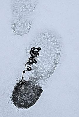 Spuren im Schnee - p476m791542 von Ilona Wellmann