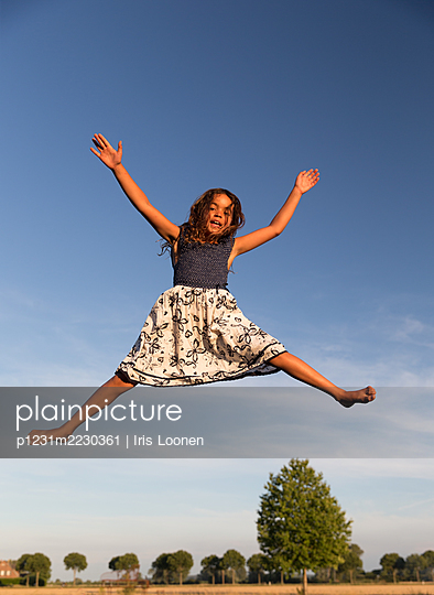 Girl jumping in the air - p1231m2230361 by Iris Loonen