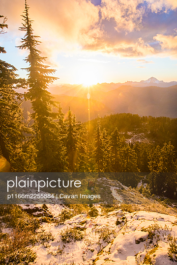 Backpacking at sunset on alpine mountain ridge. - p1166m2255884 by Cavan Images