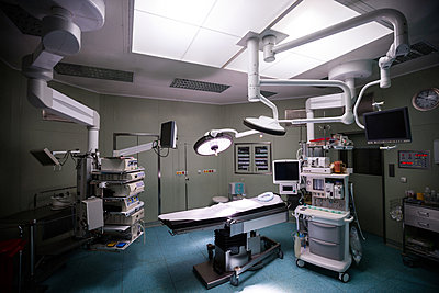 Interior view of operating room - p1315m1199443 by Wavebreak