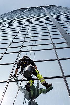 Window cleaner - p312m1187865 by Karl Forsberg