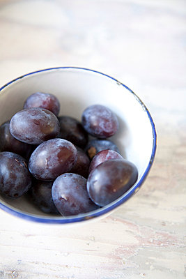 Plums in a pot - p4410338 by Maria Dorner