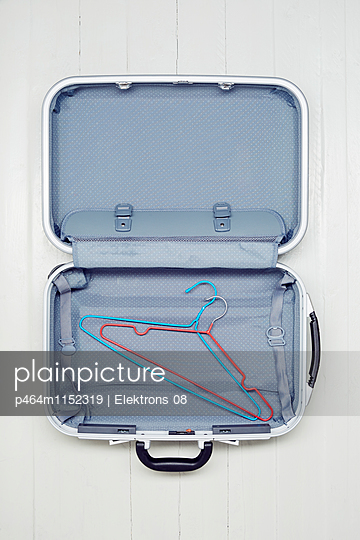Koffer packen - p464m1152319 von Elektrons 08