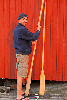 Man painting oar - p312m799069f by Conny Fridh