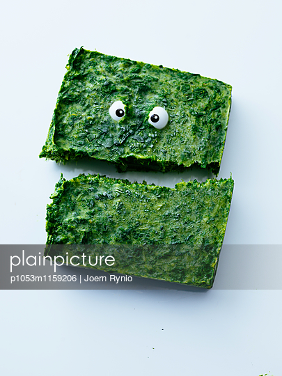 Spinatblock mit Augen - p1053m1159206 von Joern Rynio