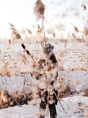 Kind im Schnee - p1279m2134043 von Ulrike Piringer