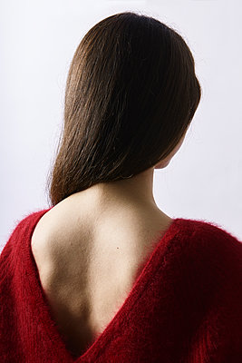 Back of a young woman wearing red sweater - p1540m2157669 by Marie Tercafs