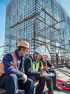 Betonbauer bei der Arbeit - p390m2076227 von Frank Herfort