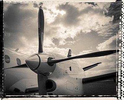 Propellerflugzeug - p1154m1462043 von Tom Hogan