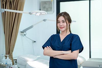 Portrait of beautiful female doctor standing in beauty salon - p1166m2269029 by Cavan Images