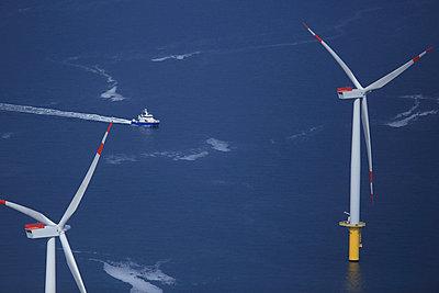 Offshore windanlage 'Riffgat' vor Borkum - p1016m907550 von Jochen Knobloch
