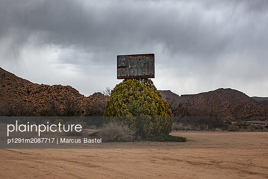 Motel Sign in Arizona - p1291m2087717 by Marcus Bastel