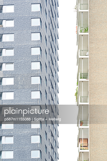 Zwei Wohnblocks dicht nebeneinander - p587m1155088 von Spitta + Hellwig