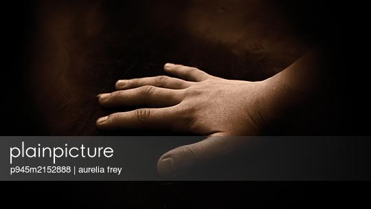 Girl's hand - p945m2152888 by aurelia frey