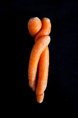 Verschlungene Karotten - p1021m1222021 von MORA