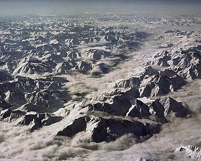 Schneebedeckte Berge vom Flugzeug aus  - p1409m1467131 von margaret dearing