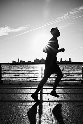 Jogger in New York - p1661m2245438 by Emmanuel Pineau