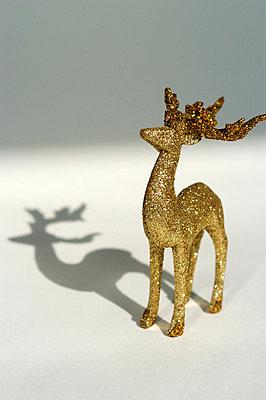 Goldener Glitzerhirsch - p5200028 von Jasmin Noé