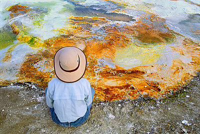 Visitor at edge of hotspring, Yellowstone National Park, Wyoming, USA - p1100m875091 by Frans Lanting