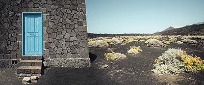Haus aus Lavastein bei Fuencaliente auf der Kanareninsel La Palma - p1162m1461820 von Ralf Wilken