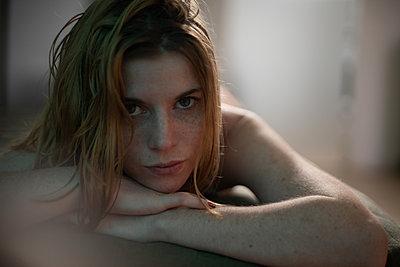 Naked woman - p1321m2141705 by Gordon Spooner