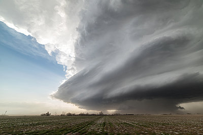 Landscape with massive supercell in the Eastern Texas panhandle, USA. Massive baseball-sized hail fell with this storm - p924m2098356 by Jessica Moore