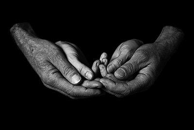Hände II - p999m755218 von Monika Kluza