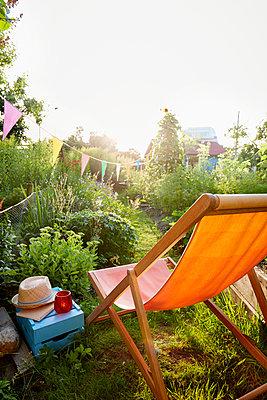 Garten Liegestuhl  - p464m1172247 von Elektrons 08
