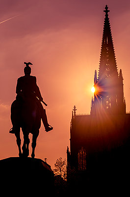 Equestrian Monument and Cologne Cathedral - p401m2184906 by Frank Baquet