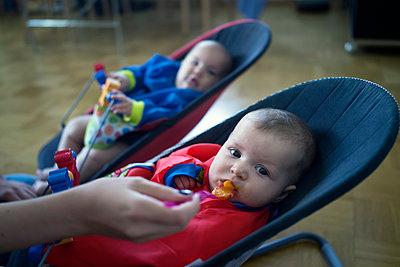 Baby bekommt Brei  - p402m1201027 von Ramesh Amruth