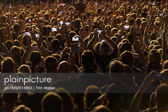 Konzertbesucher - p076m2013993 von Tim Hoppe