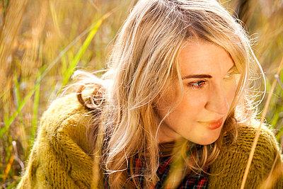 Frau - p904m740449 von Stefanie Päffgen
