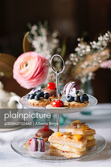 Various pastries on glass cake stand - p300m2102440 by Alberto Bogo