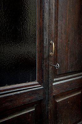 Alte Tür - p949m951760 von Frauke Schumann