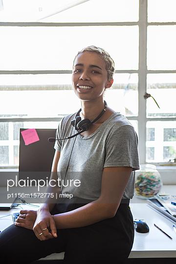 Frau mit Headphone - p1156m1572775 von miep