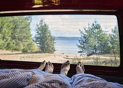 Ausblick aus VW-Bus - p1124m1165547 von Willing-Holtz
