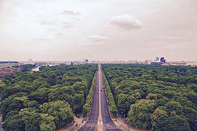 Berlin Tiergarten - p1399m1476142 by Daniel Hischer